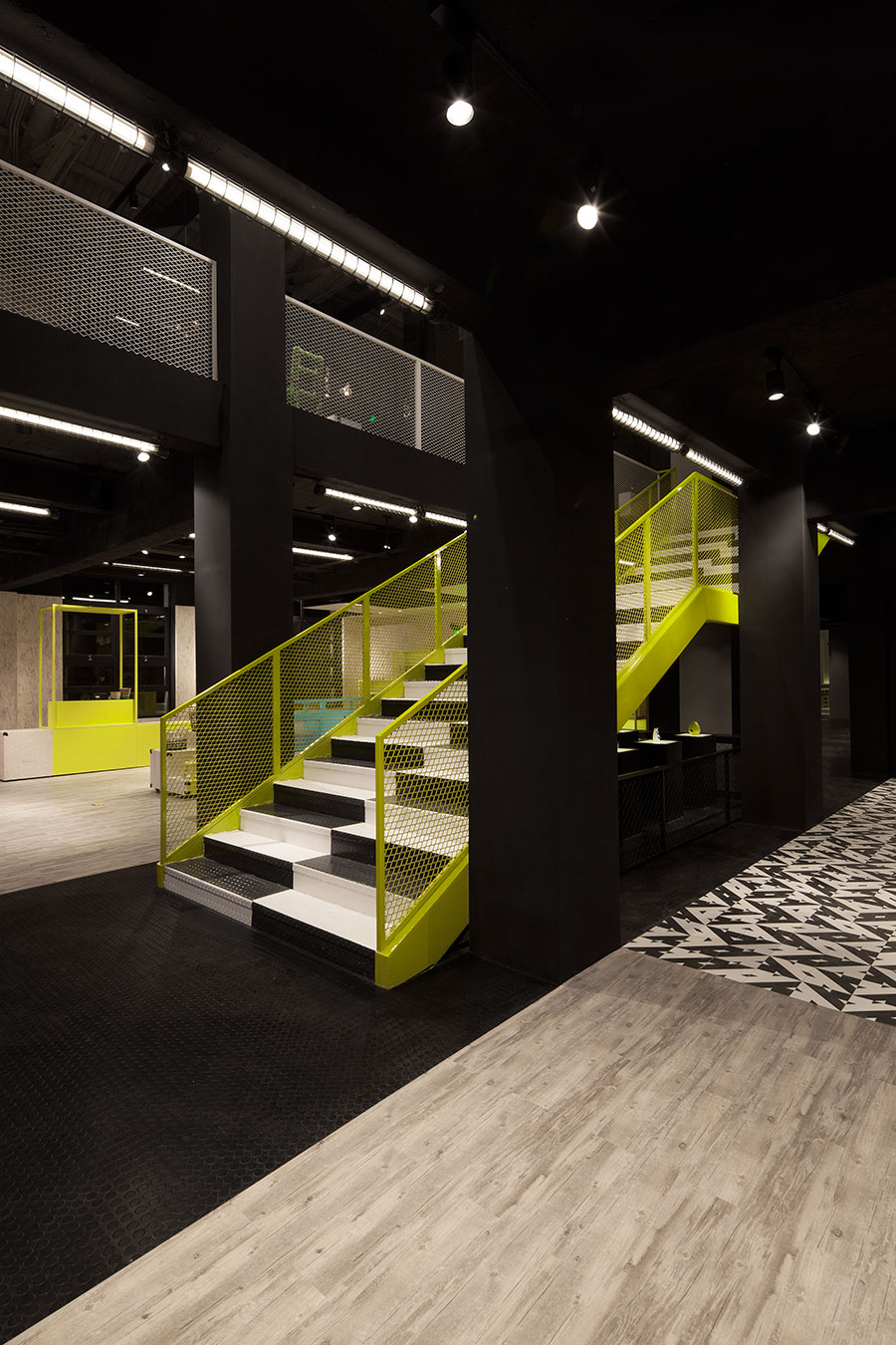 Central-Staircase-4