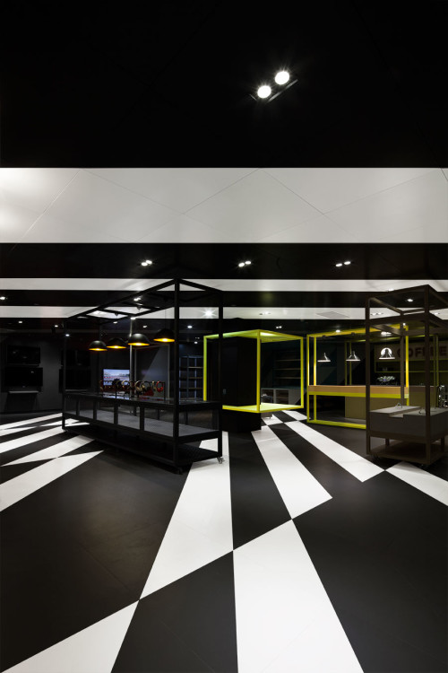 Design agency COORDINATION ASIA created the retail identity of Shenzhen's TCL store.